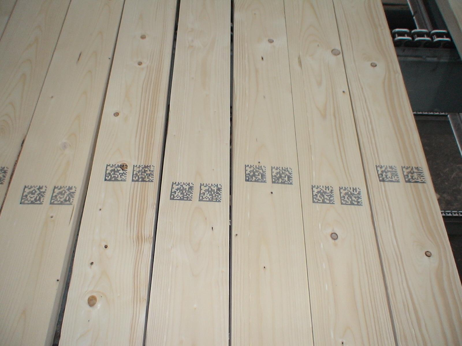 2D data matrix code on stick lumber with MMS L-Series marking machines
