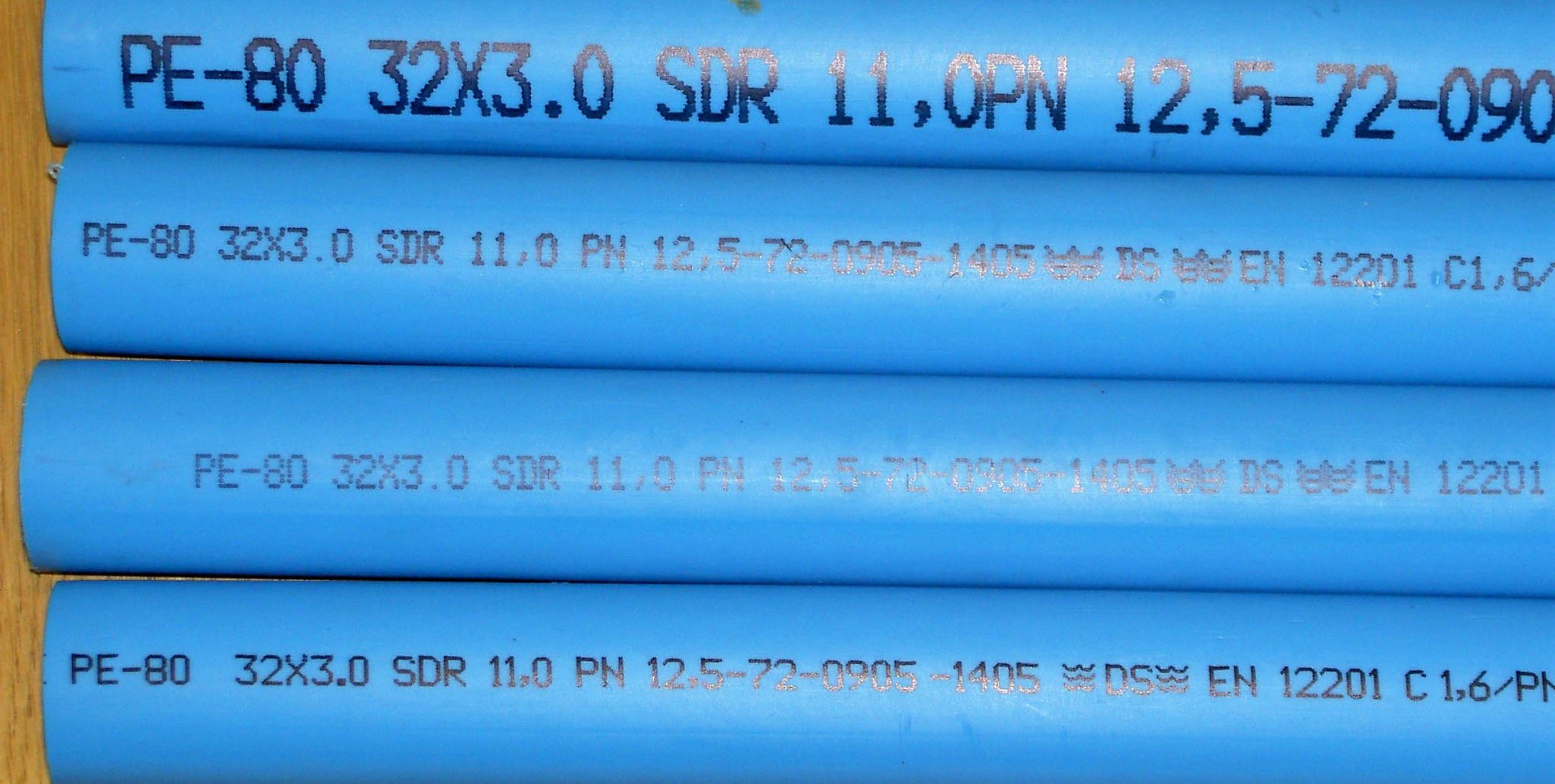 Alphanumeric code on plastic pipe made with MMS V-Series marking machine